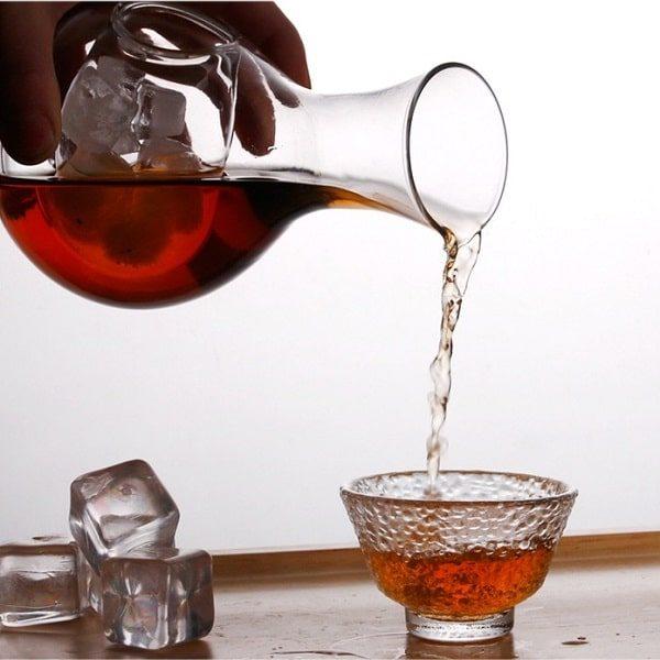 Carafe à vin avec rafraichisseur, mise en verre du vin