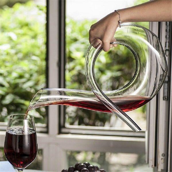 Carafe à vin originale, remplissage de verre