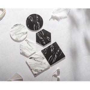 Dessous de verre noir et blanc