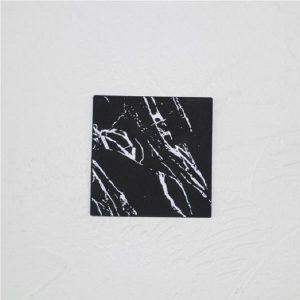 Dessous de verre noir et blanc, majeure noir carré 1