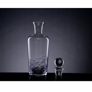 Le carafe à vin avec bouchon en verre