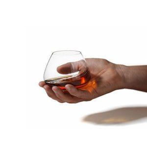 Verre à whisky qui tourne