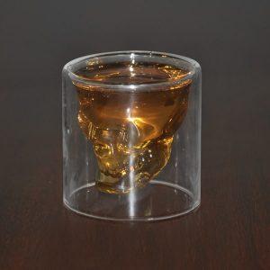 Verre à whisky tête de mort