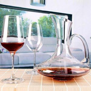 carafe à vin avec anse
