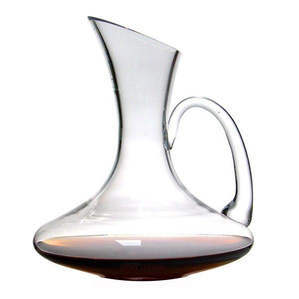 la carafe à vin avec anse
