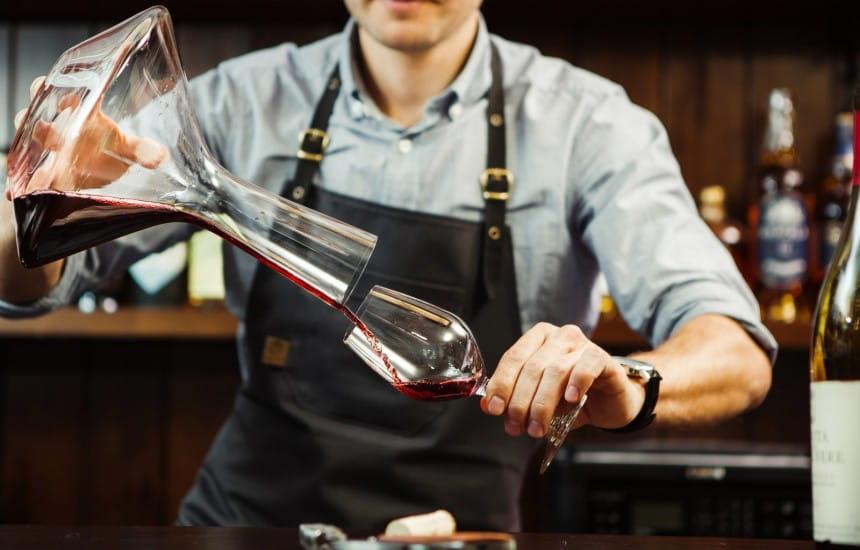 Combien de temps faut-il faire décanter son vin avant de le servir