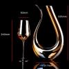 Carafe à vin blanc avec verres à pied 1