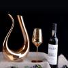 Carafe à vin blanc avec verres à pied 3