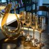 Carafe à vin blanc avec verres à pied 8