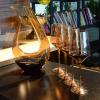 Carafe à vin blanc avec verres à pied 9