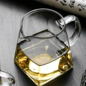 Pichet de vin en verre