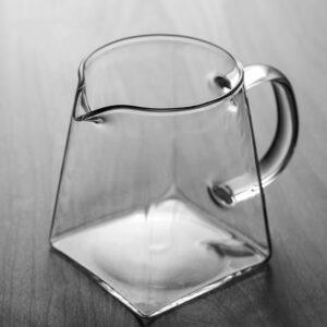 Pichet de vin transparent