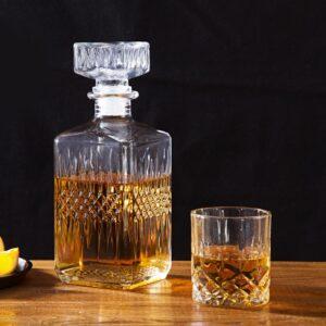 Carafe et verre à whisky assorties