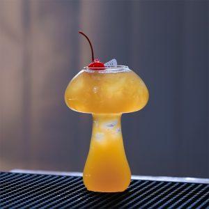 Verre aperitif en forme de champignon