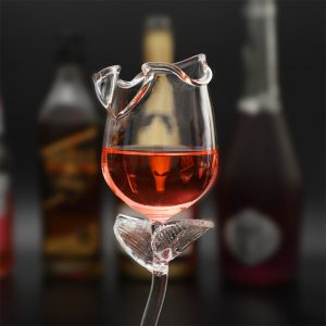 Verre à cocktail en forme de fleur rose