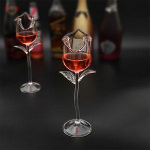 Verre à cocktail forme de fleur rose